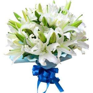 Leliljos gėlių puokštės