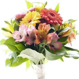 Gerberos ir alstromerijos gėlių puokštės