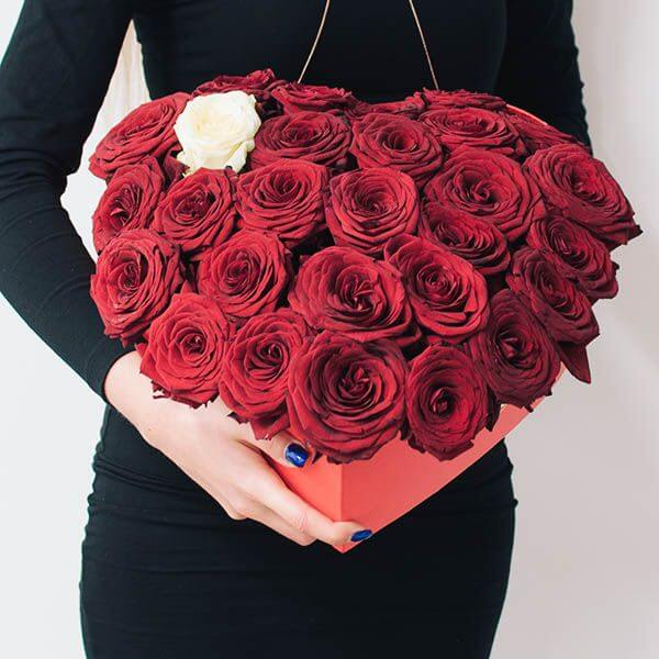 Širdelės formos rožių dėžutė
