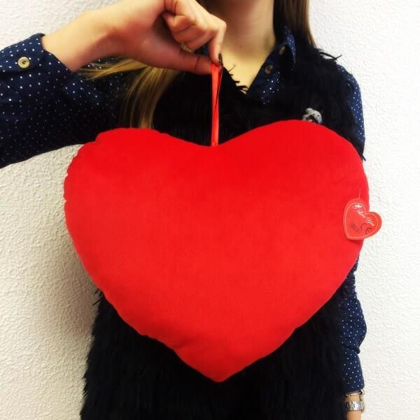 Pliušinė širdelė pagalvė