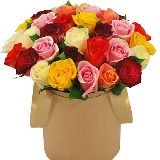 Spalvotų rožių dėžutė