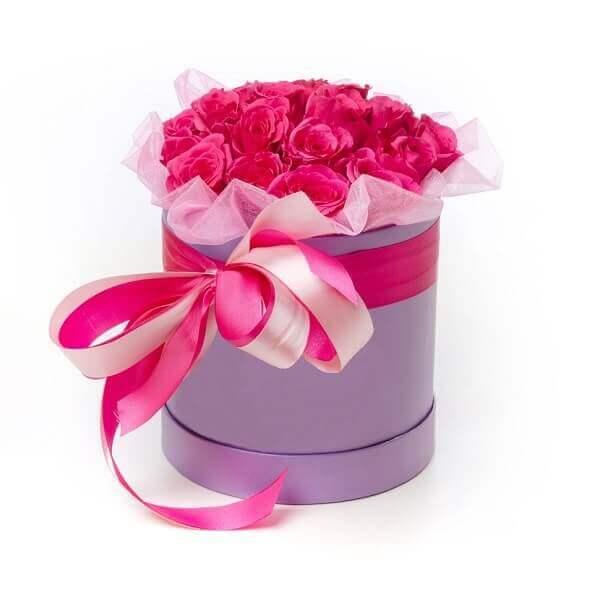 Rožinių rožių dėžutė