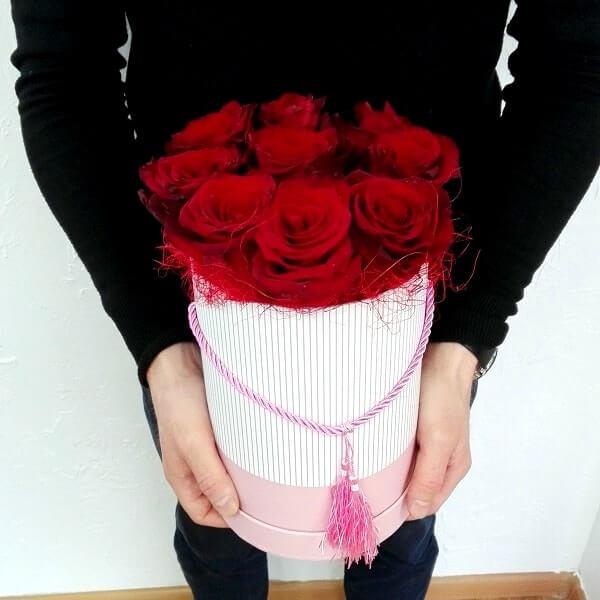 Flower box of 9 roses