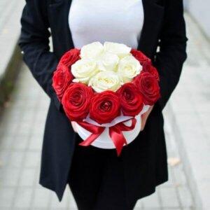 Prabangios rožės gėlių dėžutė