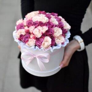 Dviejų spalvų smulkių rožių dėžutė