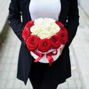 Gėlių dėžutės Prabangios rožės