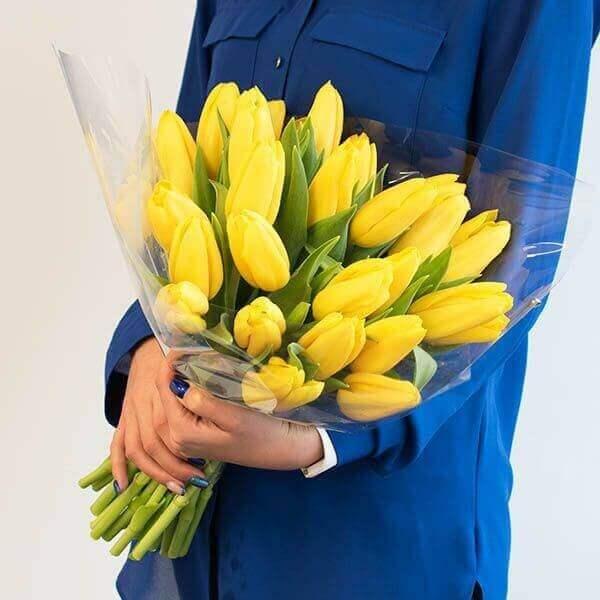 Geltonos tulpės gėlių puokštė