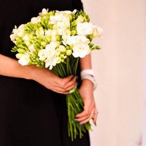 Frezijos gėlių puokštės