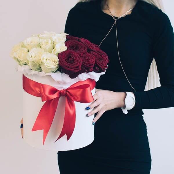 Rožių dėžutė Balta Raudona