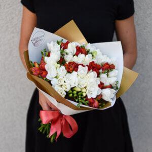 Gėlės draugei frezijų puokštė