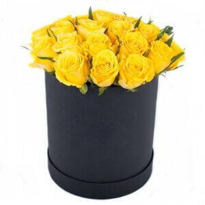 Geltonos rožės gėlių dėžutė