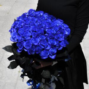 Букет экзотических синих роз для девушки