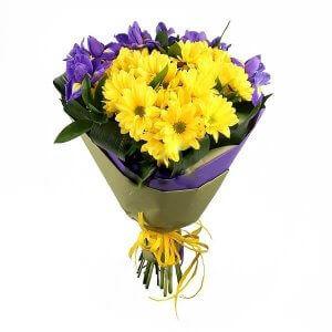 Irisai ir chrizantemos gėlių puokštė