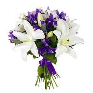 Lelijos ir irisai gėlių puokštė