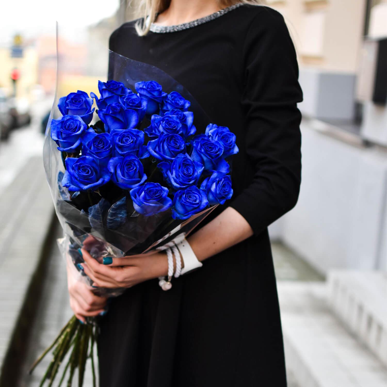 Mėlynų rožių puokštė
