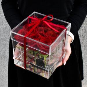 Raudonų rožių akrilinė dėžutė