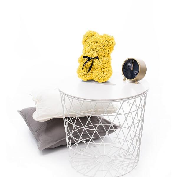 Rožių meškiukas geltonos spalvos dėžutėje