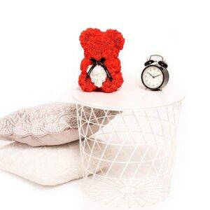 Rožių meškiukas raudonos spalvos su širdele dėžutėje