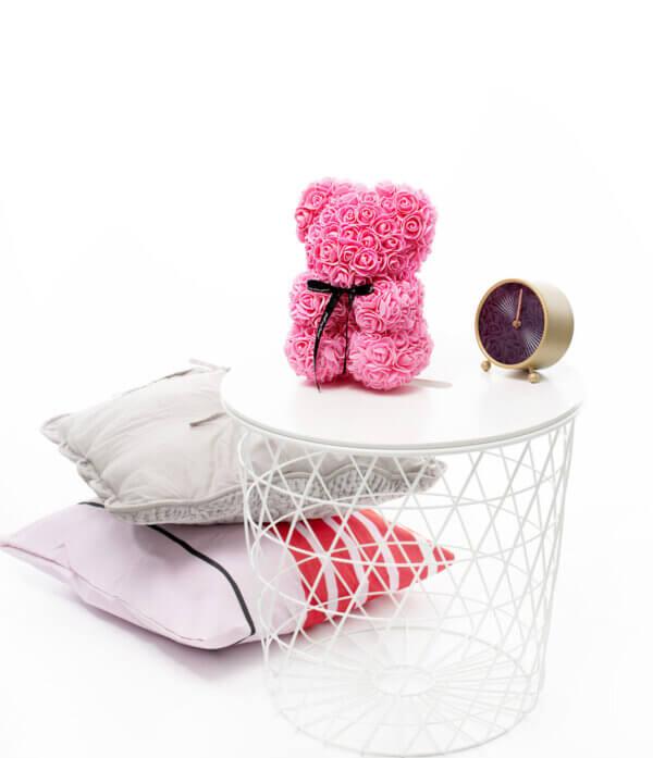 Rožių meškiukas rožinės spalvos dėžutėje