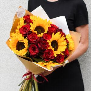Saulėgrąžų ir raudonų rožių puokštė